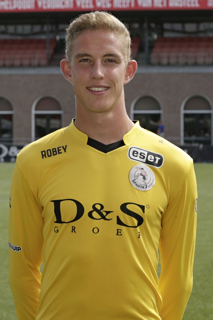 Oud Kloetinge- en JVOZ-keeper Rijk Janse werd door Zenya Deurloo verschalkt in de Rotterdamse derby.