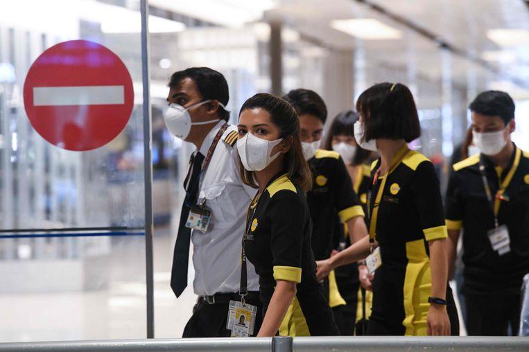 Deze crew met bestemming Singapore mocht wel vertrekken. De 92 passagiers moeten nu nog gedurende veertien dagen in quarantaine blijven in hun thuisland.