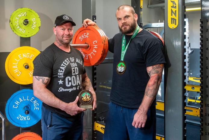 Rinaldo Visser (links) en Mike Overkamp uit Arnhem: alle Europees kampioen powerliften in hun gewichtsklasse.