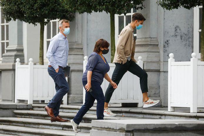 Groen-voorzitter Meyrem Almaci en sp.a-voorzitter Conner Rousseau op sneakers op weg naar de onderhandelingstafel.