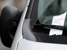 Parkeerwachten in Veenendaal deelden uit coulance 'slechts' zes bekeuringen uit tijdens rouwdienst