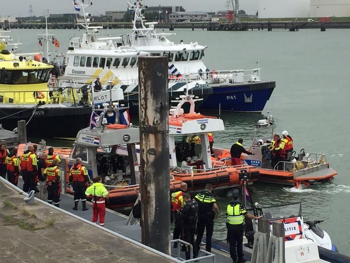 Briefing in de Buitenhaven van de diverse vaartuigen.