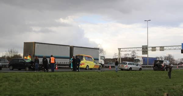 Ernstig ongeluk op A1 bij Terschuur, rijstroken dicht.