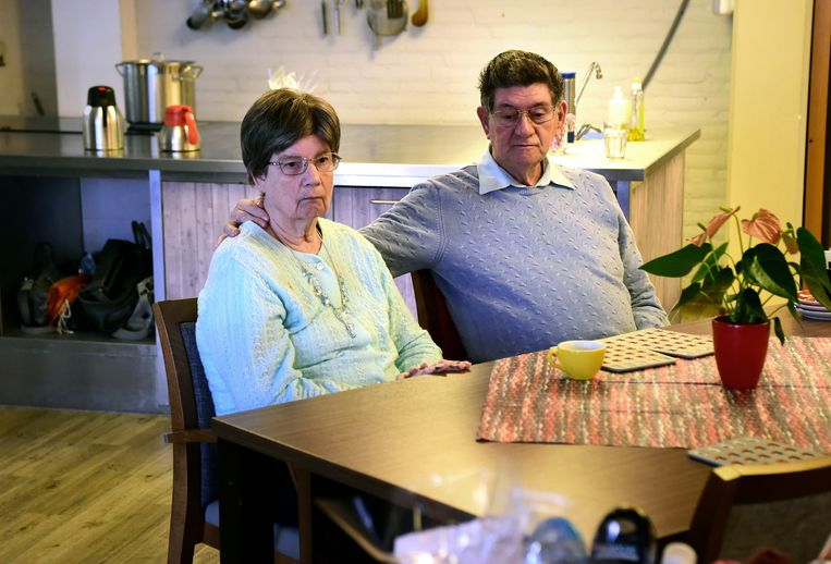Een echtpaar tijdens een bingoavond in verpleeghuis Sonnevanck in 's Gravenzande. Beeld null