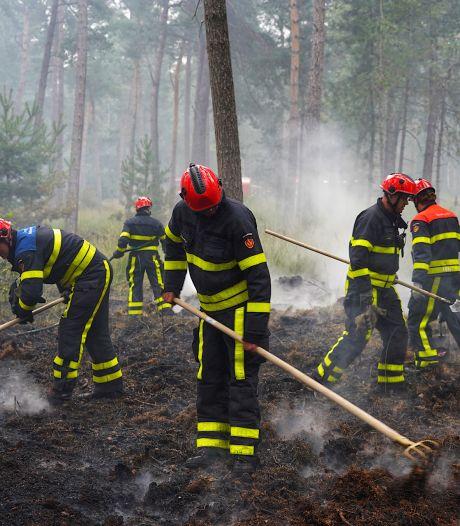 Smeulende grond Chaamse bossen omgespit: 'Precies 24 uur na brand onder controle'