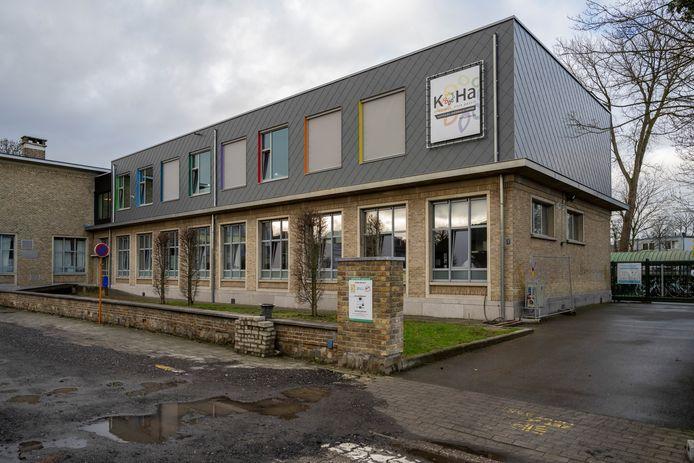 Bovenop de oude school werd een volledige nieuwe verdieping geplaatst.