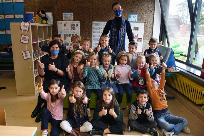 Meester Joren heeft zijn eerste schooldag als Mister Gay Belgium