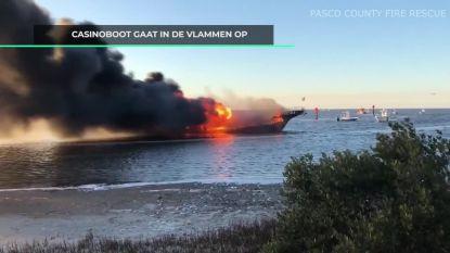 beelden van brandende casinoboot, 50 mensen gered