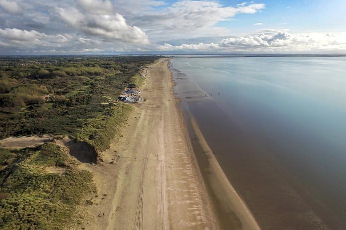 Er mag van de speciale raadscommissie in Westvoorne na een fusie met de buurgemeenten niet worden getornd aan het strand en de duinen