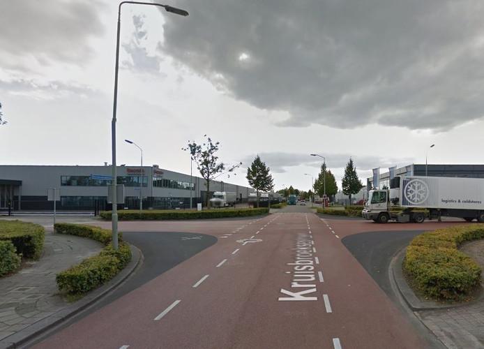 De kruising van de Kruisbroeksestraat met de Ladonkseweg.