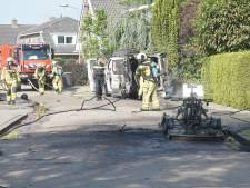 Bizar ongeluk: gasfles op brandende quad ontploft en boort zich in busje