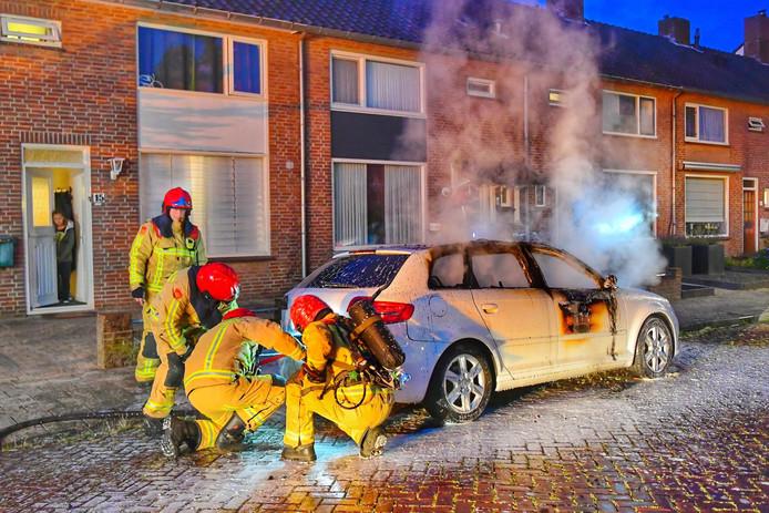 Autobrand aan de Daslaan in Waalre.