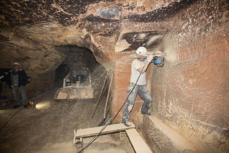 De blokbrekers maken een tunnel van 7 meter lang.