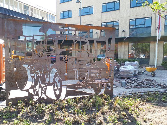 Het paneel voor de Osse vrachtwagenchauffeurs van weleer. Op de achtergrond Hotel De Weverij/restaurant Cordial.