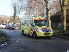 Fietser gewond bij aanrijding met auto in Laren