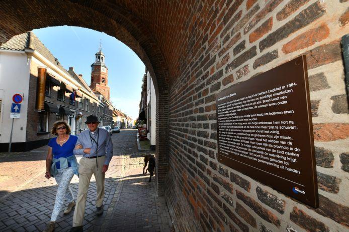 Een inkijkje naar de binnenstad van Buren.