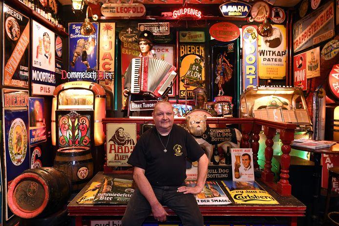 """Jan Hemmer opende 30 jaar geleden het Bierreclame Museum in Breda. ,,De biercultuur is weer booming"""", merkt hij."""