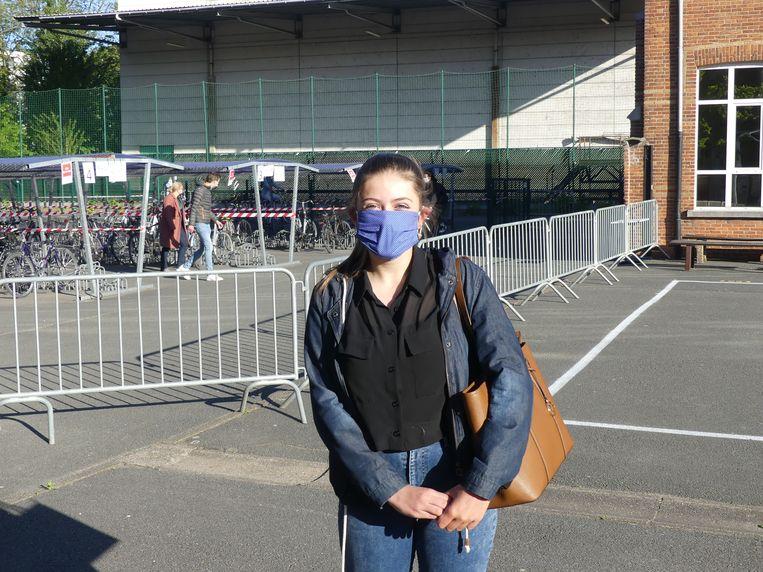 Laatstejaarsstudente Lena Van Welden is blij dat ze terug naar school mag komen.