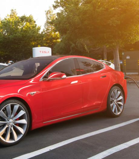 Tesla buigt voor kritiek op prijsverhoging