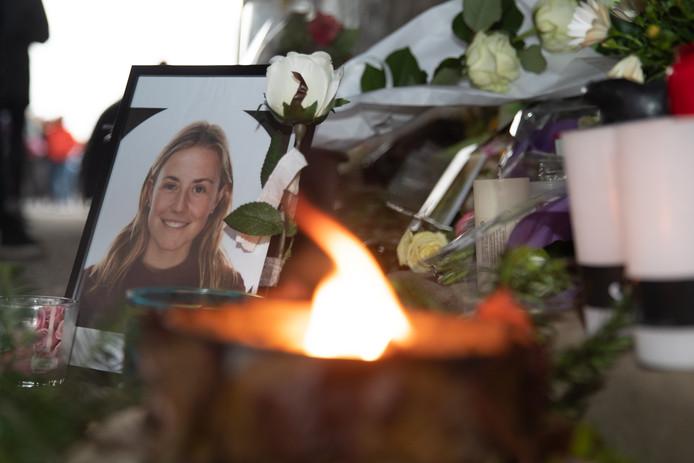 Afgelopen woensdag vond onder de Theunisbrug aan het Sportpaleis, de plek waar Julie Van Espen werd vermoord, een wake plaats.