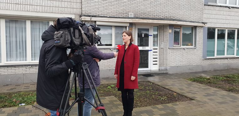 Burgemeester van Duffel Sofie Joosen zoekt vandaag opvang voor alle bewoners van de 6 flats in het gebouw. Alle appartementen hebben rook- en waterschade.