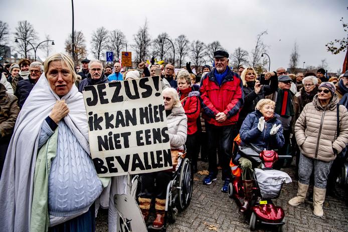 Ook in november vorig jaar kwamen Flevolanders in opstand tegen het plan van minister Bruins om bij een doorstart van het ziekenhuis de spoedeisende hulp en verloskunde weg te laten.