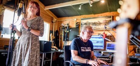 Tranentrekkend lied geschreven over sloop van wijk in Haaksbergen: 'We willen hier gewoon blijven wonen'