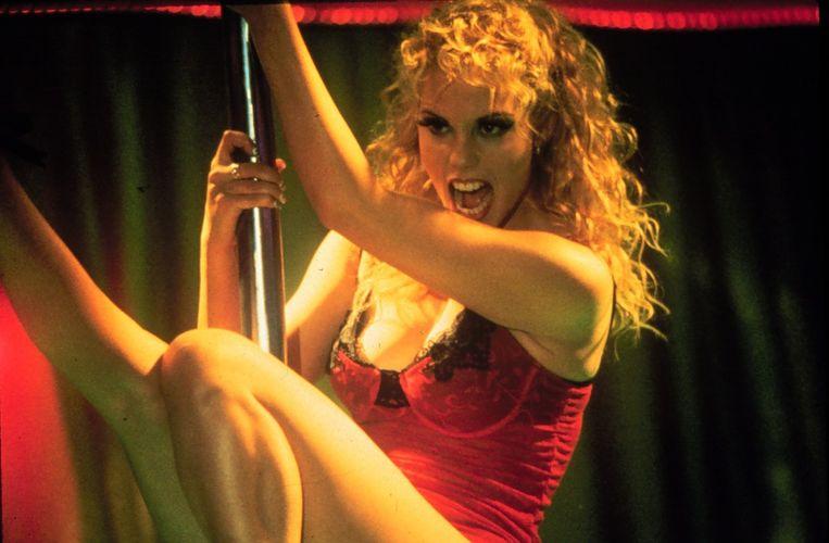 Scène uit Showgirls, de film van Paul Verhoeven die in 1995 in première ging. Beeld Kippa