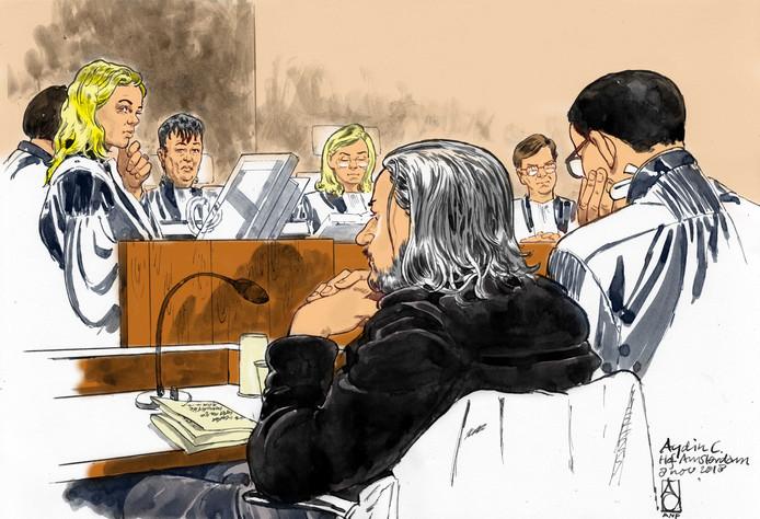 Verdachte Aydin C. met zijn advocaat mr. R. Malewicz tijdens een zitting in de zogeheten webcamzaak.