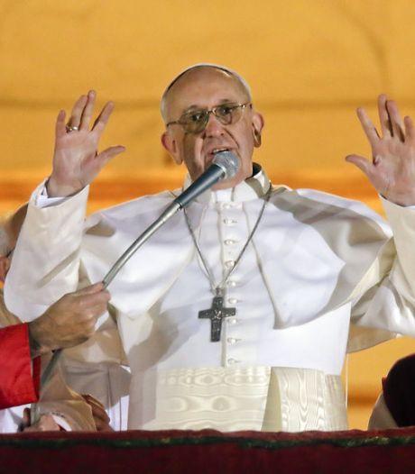 """Un an après son élection, le pape demande de """"prier pour lui"""""""