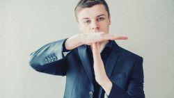 Deze 5 subtiele pesterijen komen vaak voor op het werk