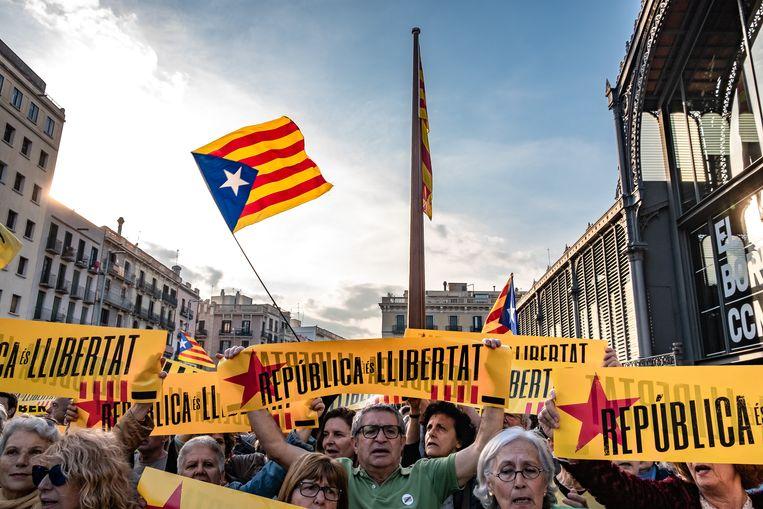 Een groep demonstranten die voor de afhankelijkheid van Catalonië zijn.  Beeld LightRocket via Getty Images