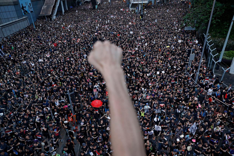 Betogers zijn in Hongkong massaal de straat opgegaan om te protesteren tegen de omstreden uitleveringswet.