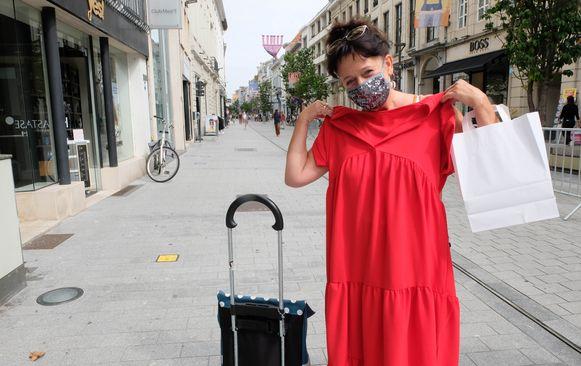 """Pascale Schaken toont haar """"vangst"""" op de Bruul in Mechelen"""