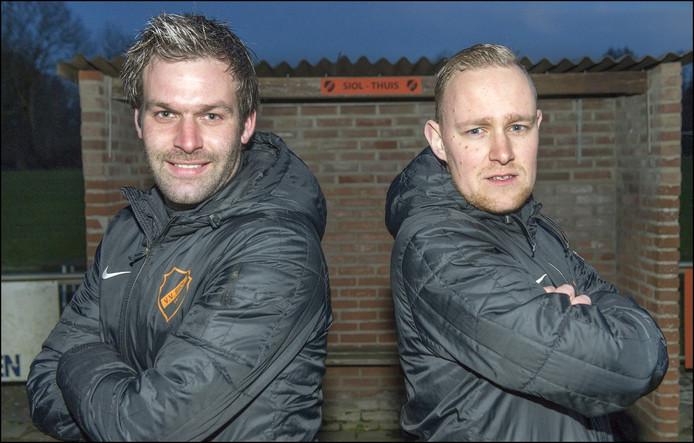 Maarten Hendriks (rechts) en Peter Ten Haaf, het een trainersduo van zesdeklasser SIOL.