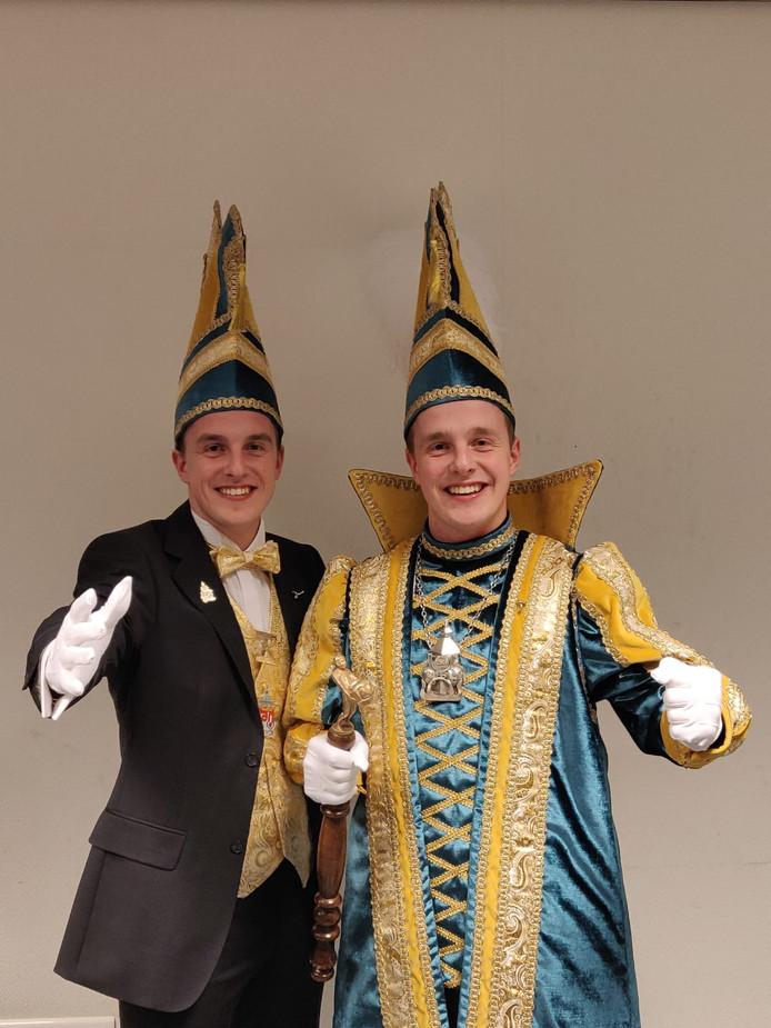Vorst Bart IV (Iepma) en zijn tweelingbroer Lars van de Blaanke Boeskeulkes in Oldenzaal.
