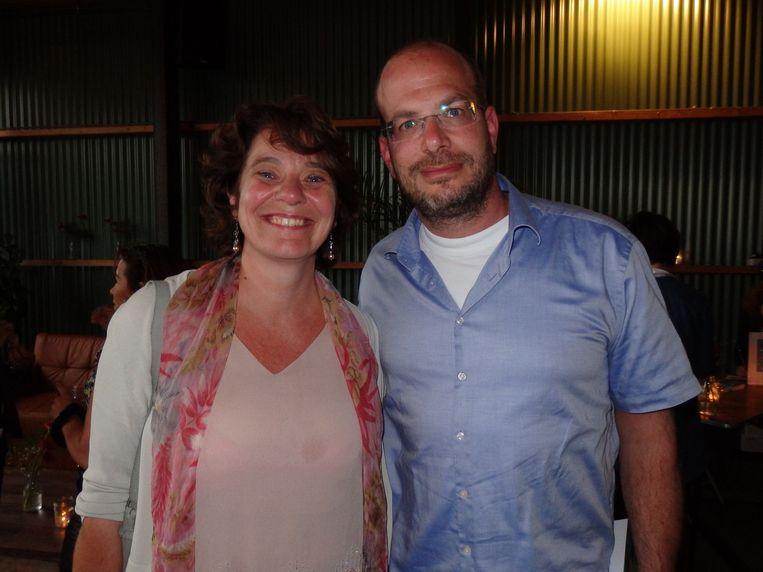 Makelaar Dov Sabo gaat vanaf morgen internet beter gebruiken. Lifetrainer Claudia Kranefuss droomt dat het schoolsysteem zo verandert dat kinderen stappen durven te nemen. Beeld Schuim