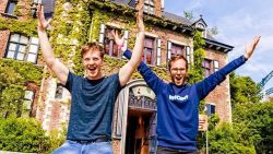 Niet voor zwakke magen: Q DJ's testen alle rollercoasters in Vlaanderen op 1 dag!