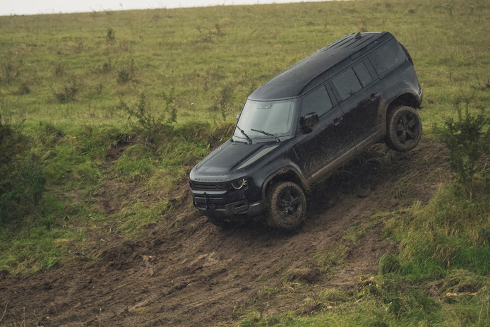 Land Rover Defender op de set van de nieuwe James Bond-film