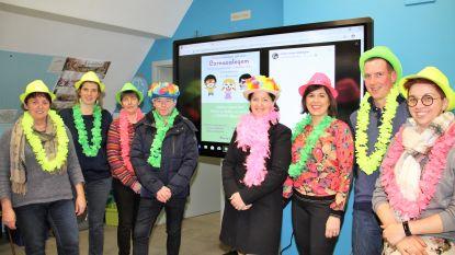 Oudercomité basisschool Egem schenkt digitaal bord aan school
