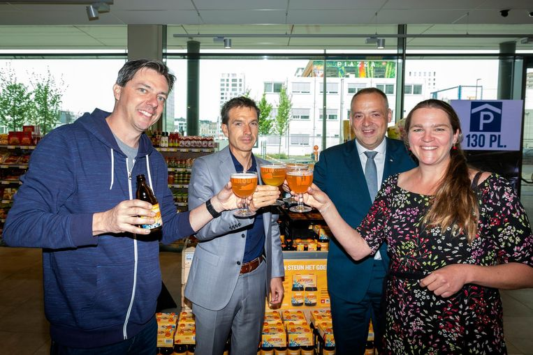 De Antwerpse Brouw Compagnie en Delhaize toosten met het nieuwe bier.