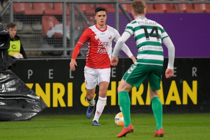 Givan Werkhoven (r) speelde maandagavond tegen Jong FC Utrecht zijn eerste volle negentig minuten voor Go Ahead Eagles dit seizoen.