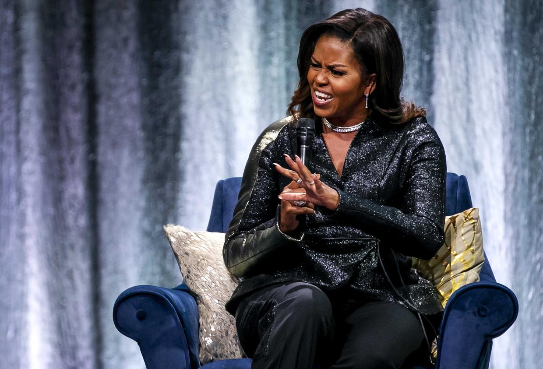Voormalig First Lady Michelle Obama op het podium in de Ziggo Dome tijdens haar tournee ter ere van haar autobiografie Becoming. Beeld ANP