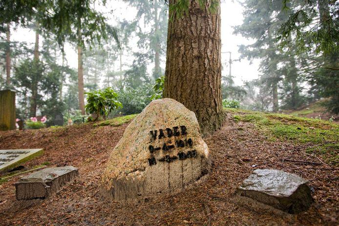 Het graf van de 'foute' politieman Lutke Schipholt, die werd geliquideerd door de verzetsgroep Westerkerk.
