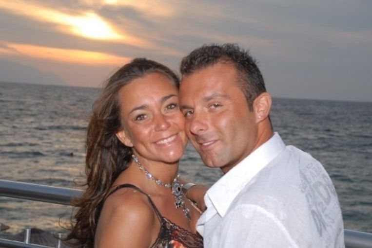 """Anneke met vriend Robby, die in de cel zit wegens """"vermoedens van betrokkenheid bij druggebruik van zijn vriendin""""."""