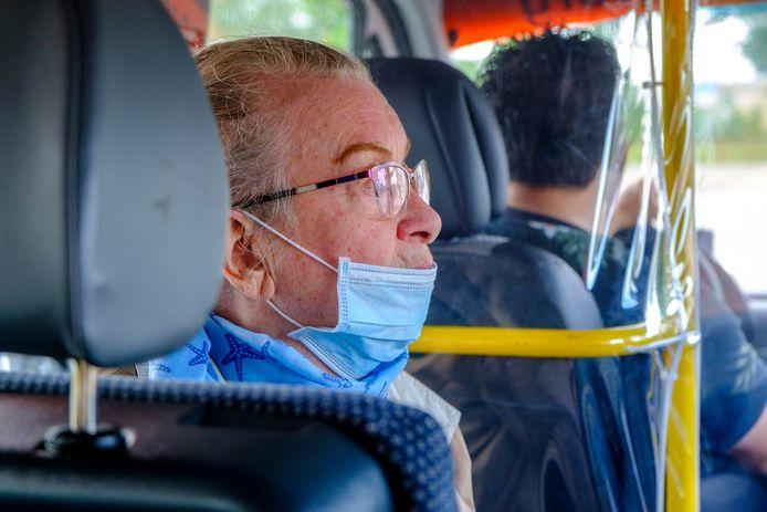 Beatrix Meindertsma (84) in de ouderentaxibus.