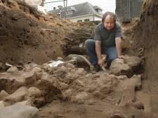 Archeologen in Oldenzaal vangen bot bij zoektocht naar stadsmuur