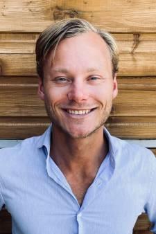 Julien (25) zet voor Nederland Bedankt zijn studie even aan de kant om coronahelden in de watten te leggen