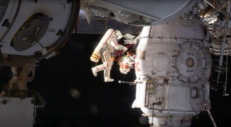 Eén van die twee ruimtetoeristen zal in 2023, samen met een Russische beroepskosmonaut, een ruimtewandeling mogen maken buiten het ISS.