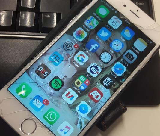 Een iPhone 6 met kapotgevallen scherm
